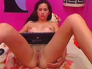 Adolescente brasileña mostrando su coño en la