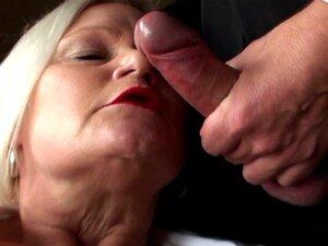 GILF británica masturbandose con Consolador