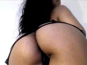 Latina en lencería sexy, bromas de culo grande