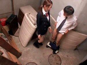 Jap caliente en minifalda da un gran BJ en spy cam
