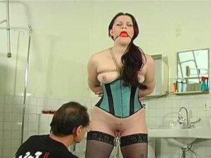 Goluptious gal que le gusta mostrar su cuerpo en
