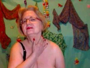 Americana rubia madura masturbandose en Webcam