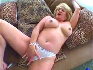 Dana Hayes rubia sexy se masturba y se folla,