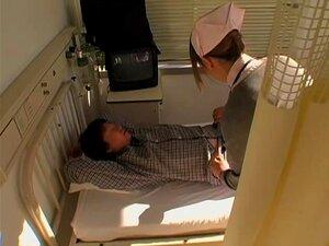 Enfermera japonesa atrapada en las cámaras