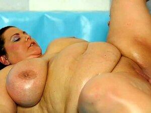 2 gorditas enormes desnudas en el ring de