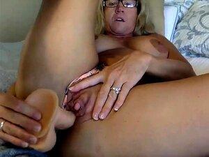 rubia madura se masturba en Cam