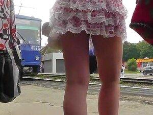Sassy cinturones rojo encima de la enagua mini