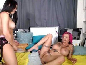 Lesbianas strapon divertirse con cámaras en vivo